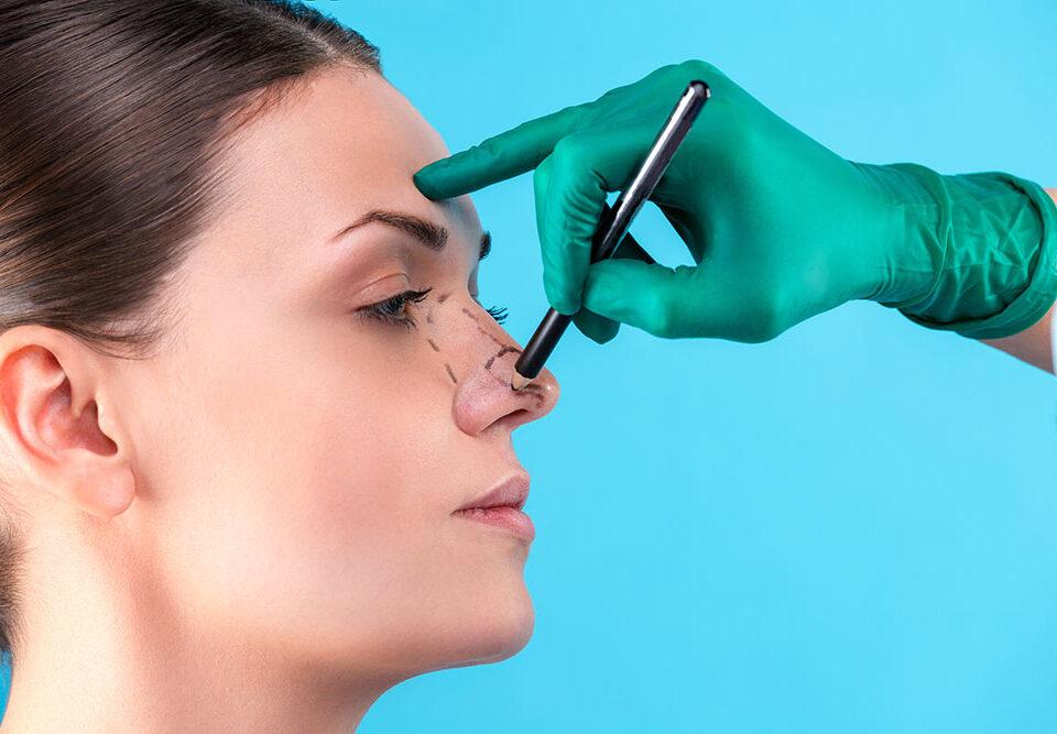 Chirurgo plastico esperto in rinoplastica